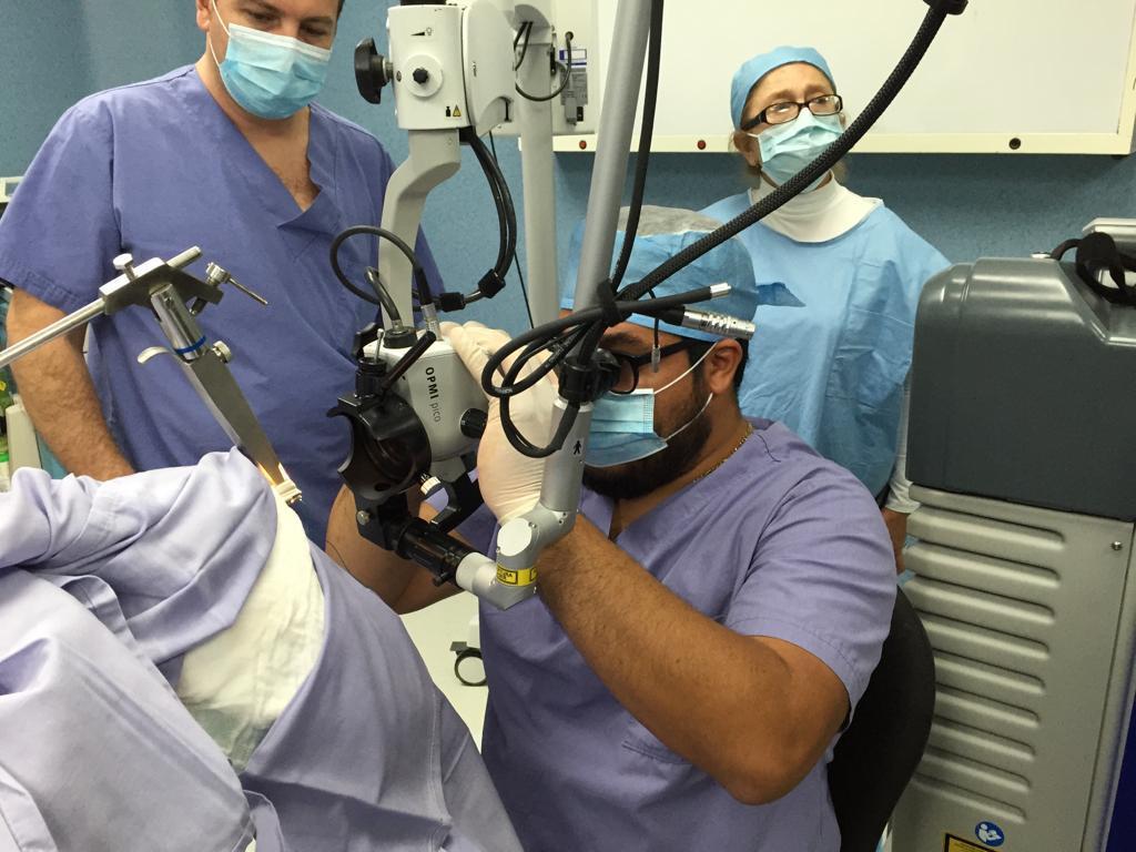 Dr Juan Soto - En el quirofano